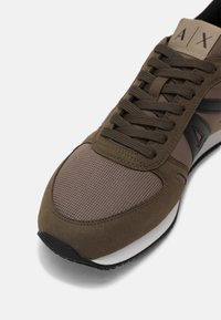 Armani Exchange - Trainers - brown/taupe - 4