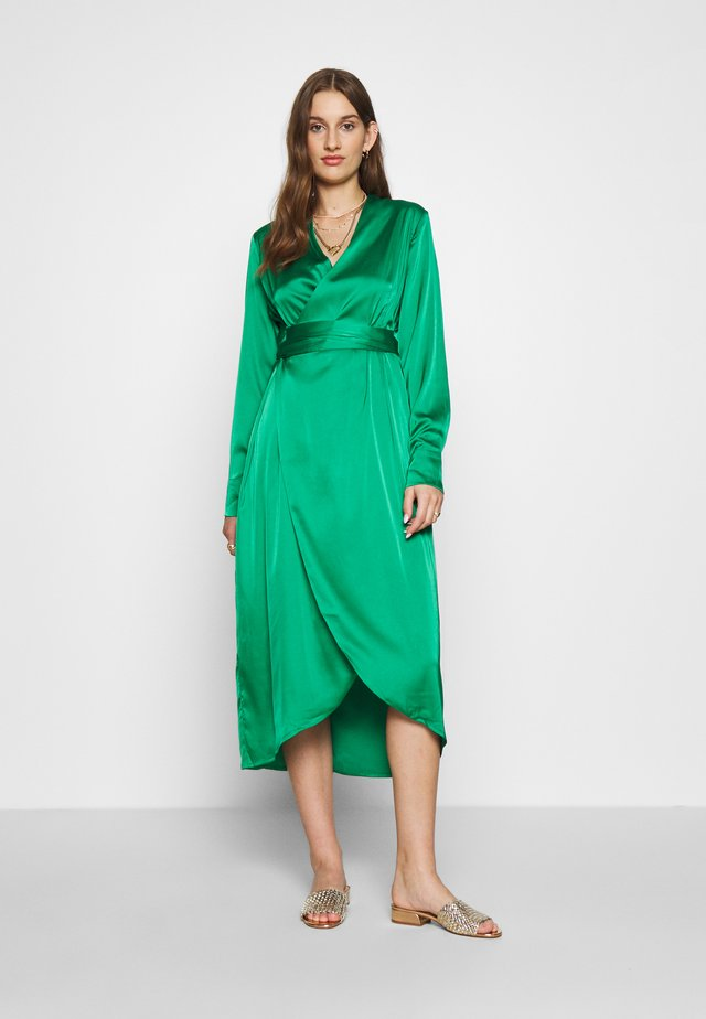 EMERALD WRAP DRESS - Cocktailkjoler / festkjoler - green