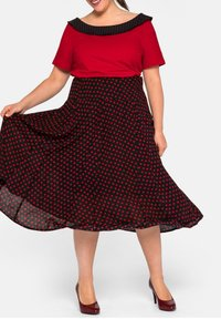 Sheego - Pleated skirt - schwarz-rot - 4