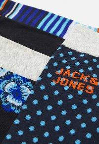 Jack & Jones - JACBLUEIS SOCK 5 PACK - Ponožky - black/navy blazer - 1