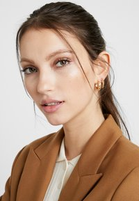 Pieces - PCSOL HOOP EARRINGS 4 PACK  - Earrings - gold-coloured - 1
