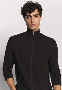 Selected Homme - SLHBERG FULL ZIP CARDIGAN - Cardigan - black - 3