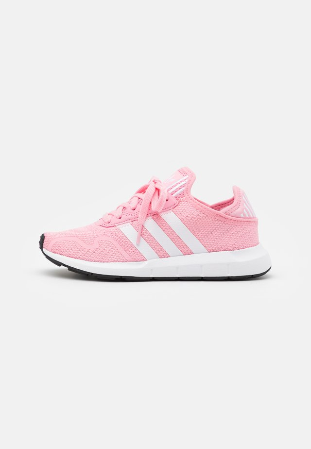 SWIFT RUN X UNISEX - Zapatillas - light pink/footwear white/core black