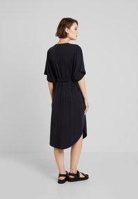 Monki - HESTER DRESS - Robe en jersey - black - 2