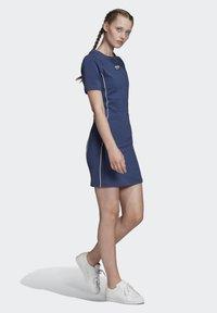 adidas Originals - TEE DRESS - Vestido de tubo - blue - 1