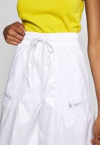 Nike Sportswear - SHORT UP IN AIR - Áčková sukně - white/light smoke grey - 4