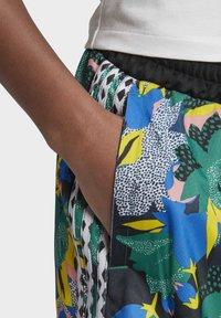 adidas Originals - Shorts - Shorts - Multicolour - 6