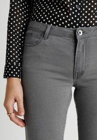 Vero Moda - VMJULIA FLEX IT - Jeans Skinny - light grey denim - 4