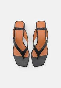 ÁNGEL ALARCÓN - Sandály s odděleným palcem - black - 5