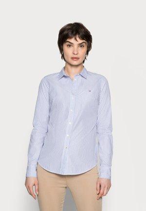 REGULAR - Skjorte - white/blue