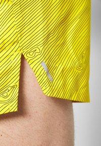"Nike Performance - M NK FLX STRIDE SHORT 5"" TRAIL - Pantalón corto de deporte - speed yellow/black - 4"
