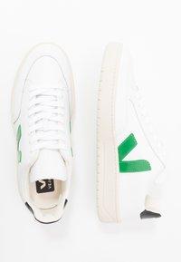Veja - V-12 - Zapatillas - extra-white/emeraude/black - 1