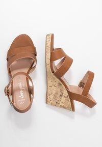 New Look Wide Fit - WIDE FIT POSSUM WEDGE - Højhælede sandaletter / Højhælede sandaler - tan - 3