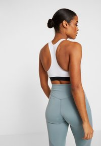 Nike Performance - MED BAND BRA NON PAD - Sports bra - white/black - 2