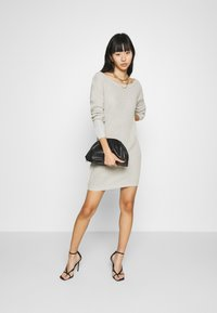 Missguided - AYVAN OFF SHOULDER JUMPER DRESS - Jumper dress - light grey - 1