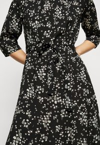 Dorothy Perkins Petite - BILLIE DITSY FIT AND FLARE DRESS - Day dress - black - 4