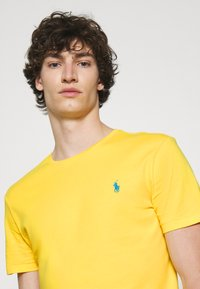 Polo Ralph Lauren - CUSTOM SLIM FIT JERSEY CREWNECK T-SHIRT - T-shirt basique - yellow - 3