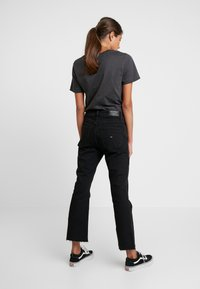 Tommy Jeans - CROP FLARE - Flared Jeans - black denim - 2