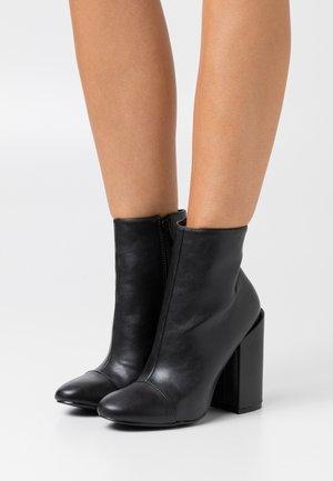 DOLLEY - Ankelboots med høye hæler - black