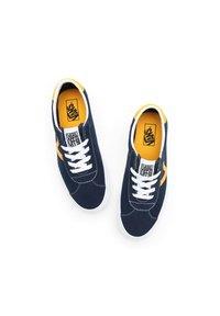 Vans - UA VANS SPORT - Sneakers - (classicsport)drsblssffrn - 1