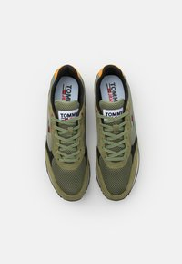 Tommy Jeans - RETRO RUNNER MIX - Sneakers basse - clean green - 3
