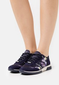 Ted Baker - CEYYAS - Trainers - navy - 0