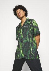 9N1M SENSE - SPECIAL PIECES UNISEX - Shirt - black/green - 3