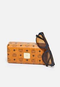 MCM - UNISEX - Sunglasses - blue/amber - 3