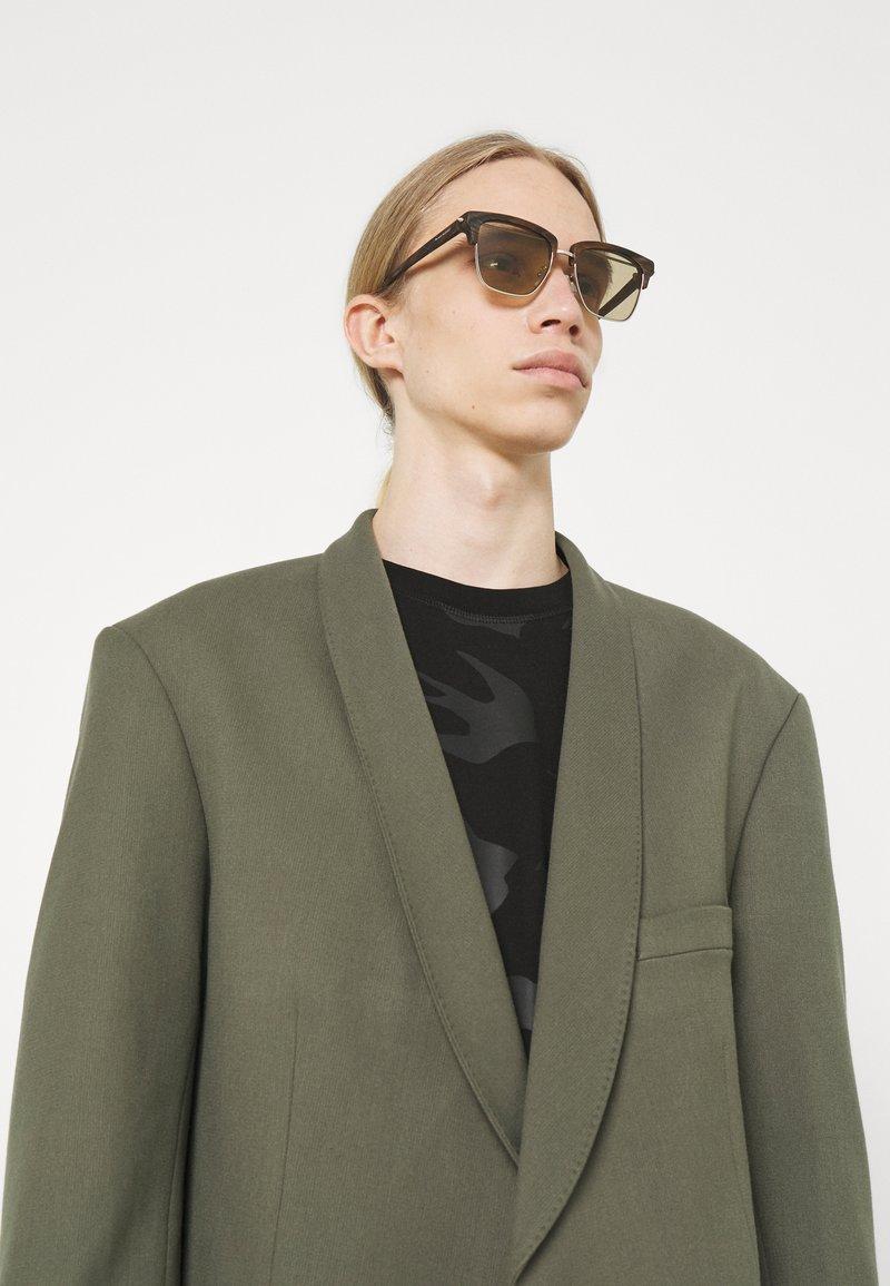 Alexander McQueen - UNISEX - Occhiali da sole - silver-coloured/brown
