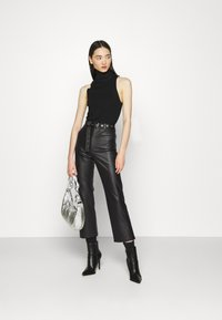 KENDALL + KYLIE - STRAIGHT PANTS - Trousers - black - 1
