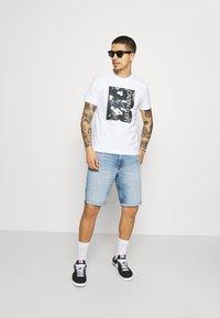 Calvin Klein Jeans - Denim shorts - denim light - 1