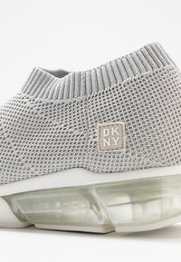DKNY - PENN  - Loaferit/pistokkaat - silver - 2