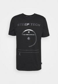 STEEP TECH LIGHT - Print T-shirt - black