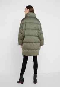 WEEKEND MaxMara - BORMIDA - Kabát zprachového peří - kaki - 2