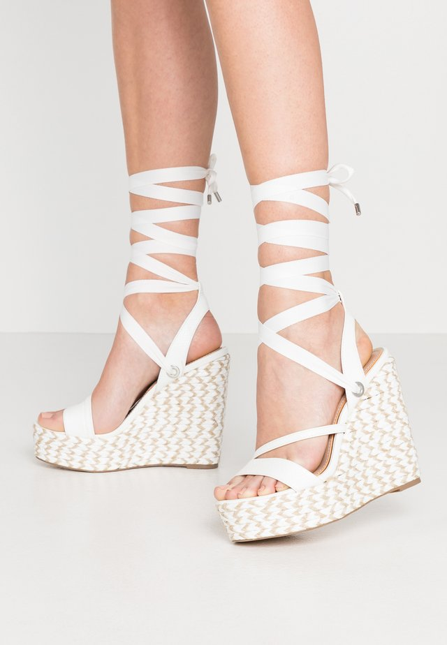 WRAP WEDGE - Sandalias de tacón - white