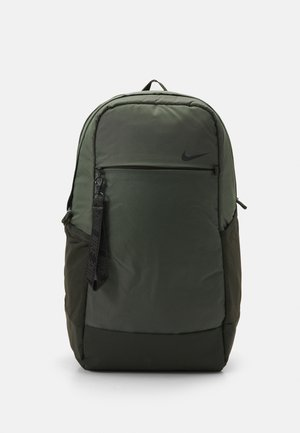 ESSENTIALS UNISEX - Ryggsekk - sequoia/oil green/black