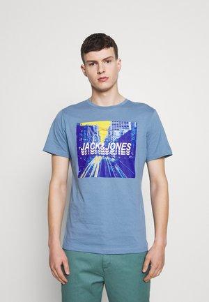 JCOJACKSON TEE  - T-shirts med print - blue heaven