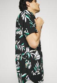 Tommy Hilfiger - PATCHWORK FLORAL PRINT - Skjorta - black/ivory/multi - 3