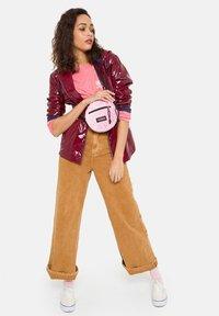 Eastpak - ADA - Across body bag - velvet pink - 2