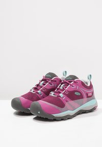 Keen - TERRADORA LOW WP - Outdoorschoenen - boysenberry/red violet - 2