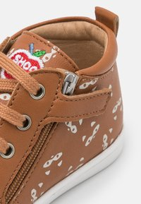 Shoo Pom - KIKKI ZIP LACE - Baby shoes - camel/beige - 5