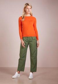 pure cashmere - CLASSIC CREW NECK  - Strikkegenser - orange - 1