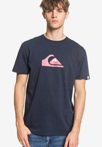 Quiksilver - COMPLOGOSS - Print T-shirt - navy - 0