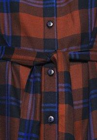 ONLY Carmakoma - CARVIKANA CALF CHECK SHIRT DRESS - Day dress - brown/blue - 5