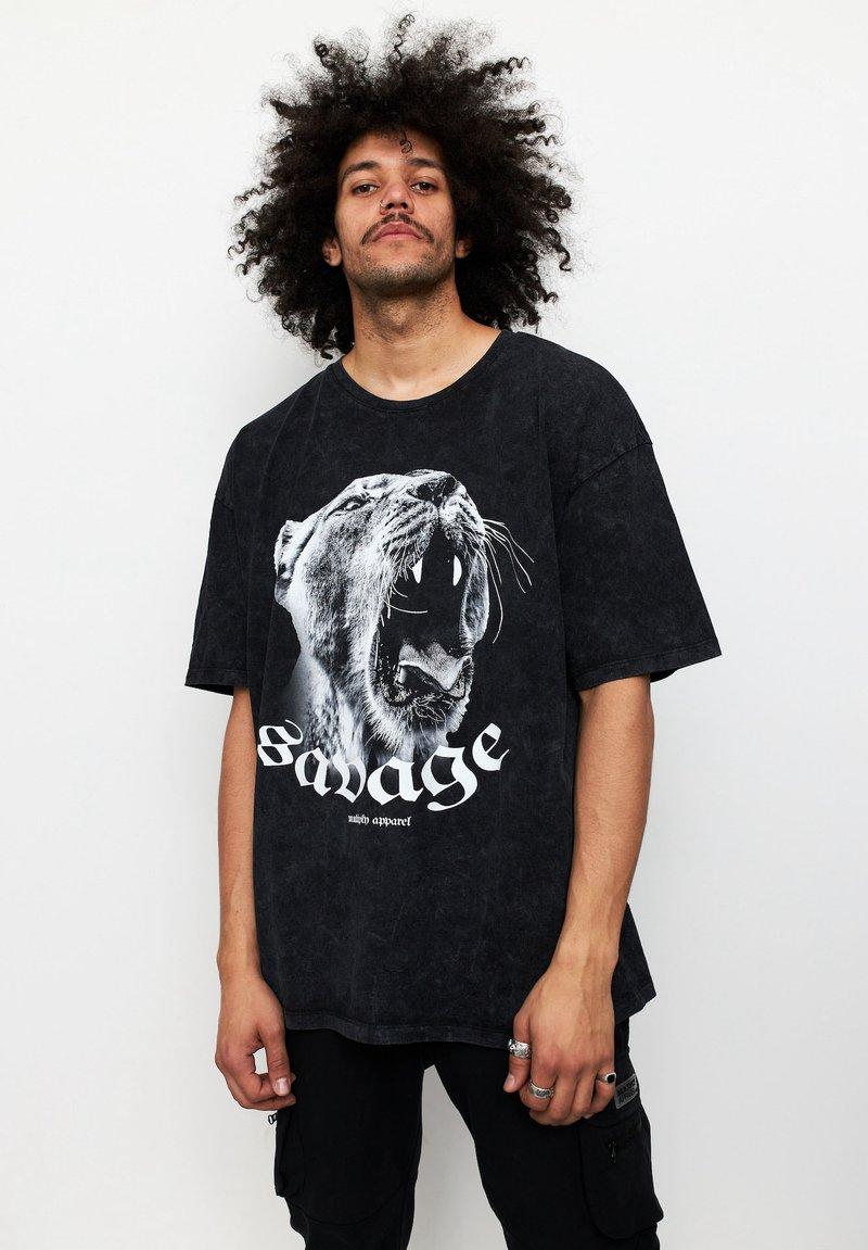 Multiply Apparel - SAVAGE - T-shirt med print - acid black