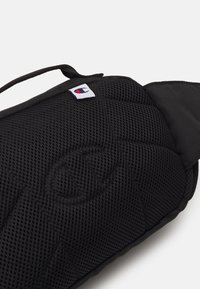 Champion Reverse Weave - BELT BAG UNISEX - Bum bag - black - 3