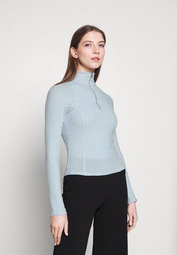BEATA ZIP - Stickad tröja - skyway