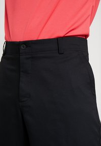 Nike Golf - FLEX SHORT ESSENTIAL - Pantalón corto de deporte - black - 4