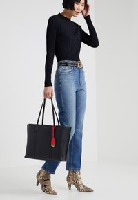 Tory Burch - PERRY TRIPLE COMPARTMENT TOTE - Velká kabelka - black - 1