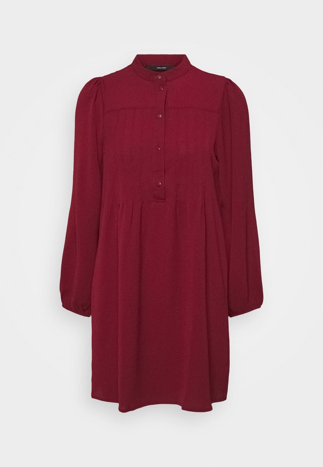 VMSAGA PLEAT SHORT DRESS - Shirt dress - cabernet